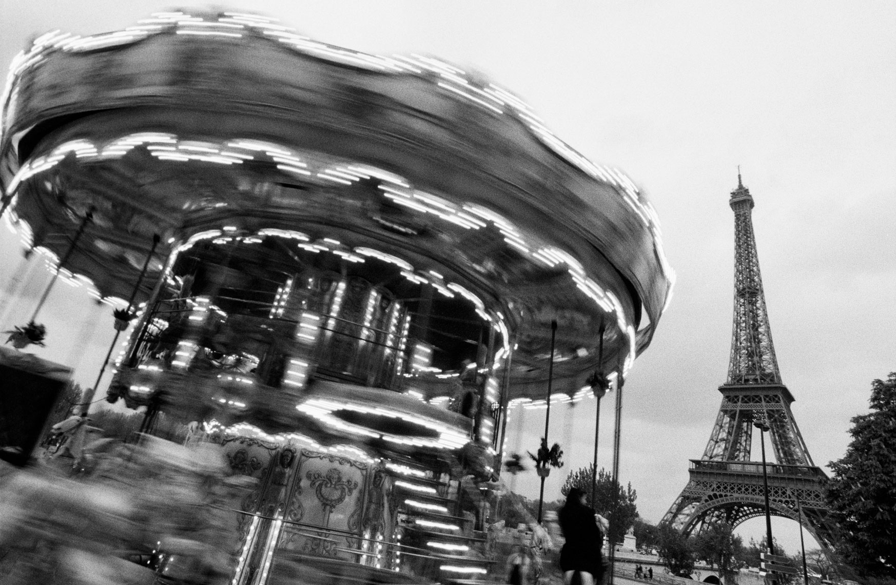 Ferris-Wheel-and-Eiffel-Tower_clean