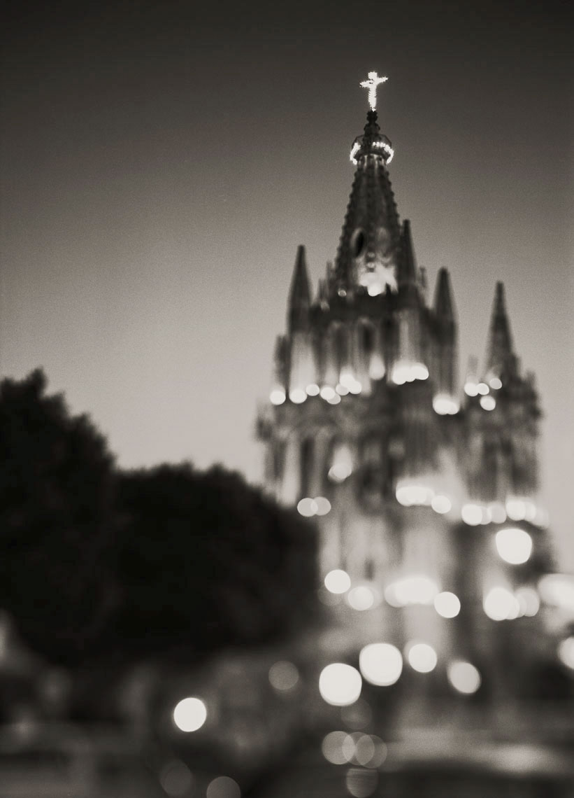 Parroquia_at_Night_gs